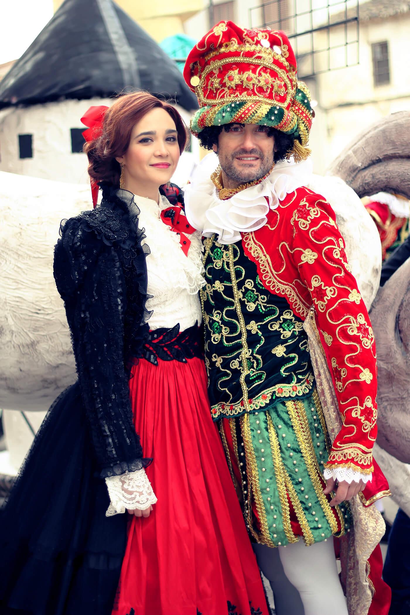 Confección de fantasía para carnaval y musicales